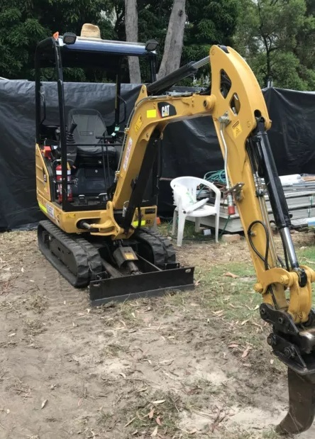 1.7T Excavator for wet hire - Russell Island
