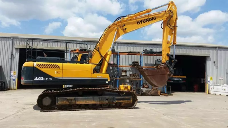 32.2t excavator for Wet hire (with operator )-Broadbeach Waters, Gold Coast