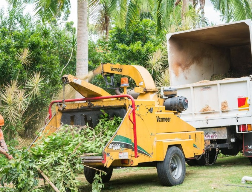 """20 metre squared Mulch Truck with 18"""" Vermeer Winch Chipper combo for wet/dry hire"""
