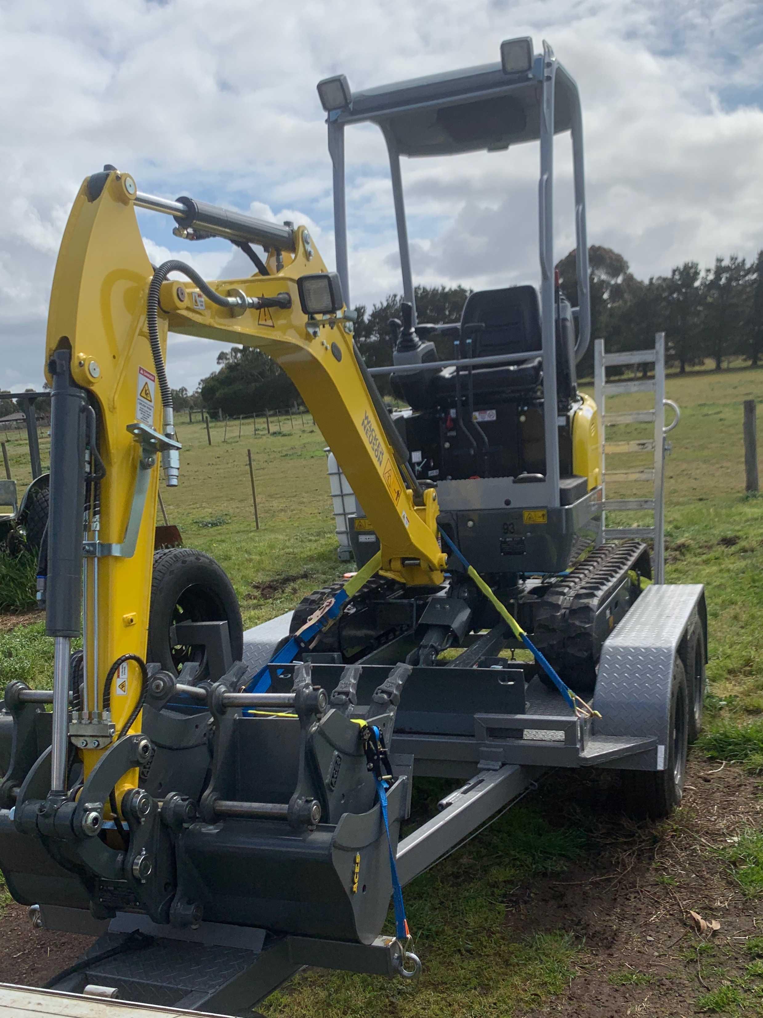 Dry hire wacker neuson 1.7 excavator bobcat skid steer dingo loader cat komatsu kubota yanmar