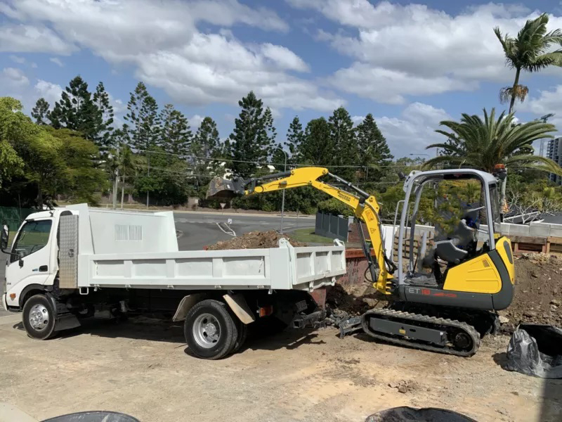 1.8T tonne Mini Excavator for wet hire with operator - coomera waters / Surfers Paradise